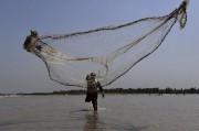 Chaque jour, des centaines de pêcheurs risquent tout... (AFP) - image 1.0