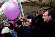 Le président François Hollande etla mairesse de Paris... (Photo Philippe Wojazer, AP) - image 1.0