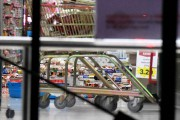 Des étagères se sont vidées de leurs produits... (Photo Ross Setford, AP/SNPA) - image 1.1