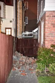 Une cheminée s'est écroulée dans la cour duHaut-commissariat... (PHOTO MARTY MELVILLE, AFP) - image 1.0