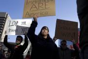 Le nombre d'immigrés recensés officiellement aux États-Unis est... (AP) - image 5.0