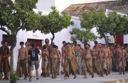 Figurants lors du tournage de la série en... (AFP, Cristina Quicler) - image 2.0