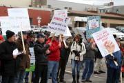 Plusieurs producteurs agricoles avaient manifesté devant les bureaux... (archives La Voix de l'Est) - image 1.0