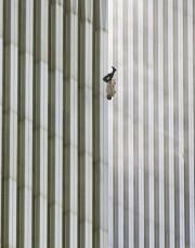 «Falling Man» («l'homme qui tombe»), prise le 11... (AP) - image 2.0