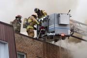 Les pompiers ont travaillé pendant trois heures pour... (Alain Dion, La Voix de l'Est) - image 2.0
