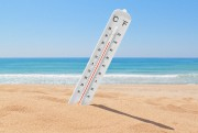 Photo: 123RF/sergofoto - 19475416 - a thermometer on... (123RF, sergofoto) - image 15.0