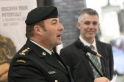 Le commandant du Centre de recrutement des Forces... (Le Quotidien, Michel Tremblay) - image 1.0