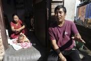 Bablu Lama (à droite) a été arrêté et... (AFP) - image 2.0