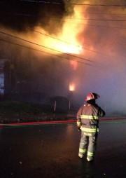 Un feu a complètement ravagé une... (Le Progrès-Dimanche, Gimmy Desbiens) - image 2.1