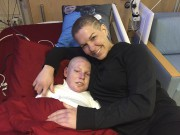 Jonathan Pitre et sa mère sont actuellement au... (Archives, courtoisie) - image 2.0