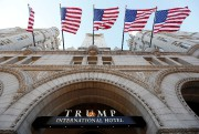 La façade du Trump Hotel, à Washington, le... (REUTERS) - image 2.0