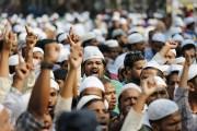 Des militants islamistes manifestent, vendredi dans la capitale... (photo A.M. Ahad, AP) - image 2.0