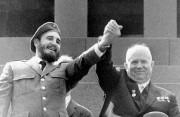Fidel Castro et le Secrétaire général du Parti... (AP) - image 2.0
