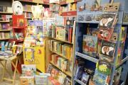 La section jeunesse de la librairie Marie-Laura est... (Photo Le Progrès-Dimanche, Jeannot Lévesque) - image 5.0
