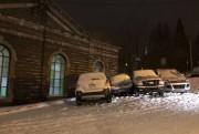 Ces automobiles coincées bloquent la circulation au coin... (Photo courtoisie) - image 2.0