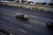 Le convoi transportant l'urne funéraire de Fidel Castro... (AP) - image 3.0
