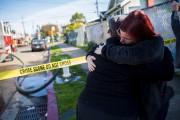 Des gens attendaient anxieusement d'avoir des nouvelles d'un... (AFP, Nick Otto) - image 2.0