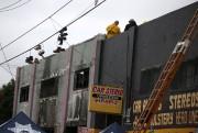 Des pompiers étaient toujours en train de fouiller... (REUTERS) - image 2.0