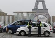 Des gendarmes interceptent une voiture arborant une plaque... - image 5.1