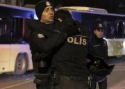 Trente des trente-huit victimes sont des policiers.... (AP) - image 3.0