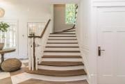La propriétaire a fait considérablement agrandir l'escalier menant... (Photo fournie par Groupe Sutton-Expert) - image 3.0