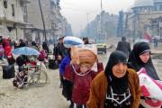 Des civils fuyant le quartier rebelle tombé aux... (photo Agence France-Presse) - image 5.0