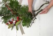 Ensuite, on prépare de petits bouquets de branches... (Photo Robert Skinner, La Presse) - image 2.0