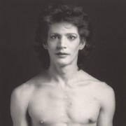 Self-Portrait [Autoportrait], 1980, Robert Mapplethorpe (1946-1989), épreuve à... (Photo fournie par le Musée des beaux-arts de Montréal) - image 2.0