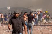 Des secouristes et des survivants de l'explosion se... (AFP) - image 4.0