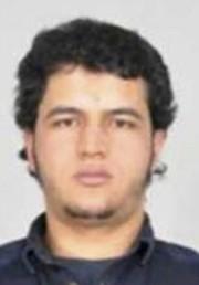 Une autre photo du suspect Anis Amri envoyée... (photo police allemande/AP) - image 4.0
