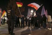 Manifestation de militants d'extrême droite sur laBreitscheidplatz, à... (PhotoChristian Mang, Reuters) - image 1.0