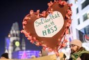 Réagissant au rassemblement des militants d'extrême droite sur... (Photo Clemens Bilan, Agence France-Presse) - image 1.1