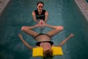 Léa a reçu un premier massage dans l'eau.«On... (PHOTO DAVID BOILY, LA PRESSE) - image 1.0