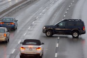 Les conditions routières s'enveniment à mesure que la... (PHOTO MARTIN CHAMBERLAND, LA PRESSE) - image 1.1