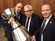 Grâce à la Coupe Grey, le directeur général... (Photo tirée de Twitter) - image 2.0