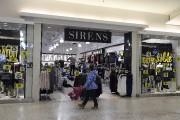 Certaines boutiques ont décidé de faire fi de... (Photo Le Quotidien, Rocket Lavoie) - image 2.0