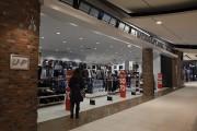 Quelques magasins étaient ouverts avant l'heure prévue par... (Photo Le Quotidien, Rocket Lavoie) - image 2.1