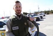 Le policier Simon Gascona garé son véhicule et... (Janick Marois, archives La Voix de l'Est) - image 9.0