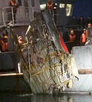 Une équipe de recherche hissait hors de l'eau... (AFP,  Vladimir VELENGURIN) - image 2.0