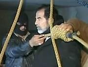 Saddam Hussein le 30 décembre 2006, tout juste... (Archives AFP, Al Iraqyia) - image 1.0