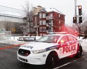 Les policiers ont érigé un périmètre de sécurité... (Etienne Ranger, Le Droit) - image 4.0