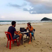 Guillaume Duranceau Thibert sur une plage de Thaïlande.... (Fournie par Guillaume Duranceau Thibert) - image 3.0