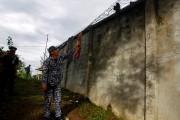 Située dans une zone forestière retirée, la prison... (REUTERS) - image 1.0