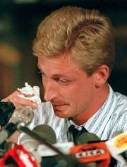 W ayne Gretzky, en pleurs, annonce son départ... (Photothèque Le Soleil) - image 2.0