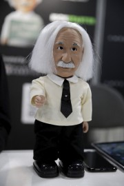 Einstein fait partie de dizaines de robots prêts... (AP) - image 1.0
