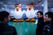 Le poulet-Trump gonflable.... (Johannes EISELE, AFP) - image 1.0