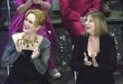 Meryl Streep et Barbra Streisand en 2003... (AP, Kevork Djansezian) - image 4.0