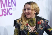Madonnaa été romantiquement liée à des jeunes hommes... (AFP, Angela Weiss) - image 6.0
