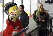 La mascotte Patino de l'entrepôt du hockey fait... (Photo Le Quotidien, Rocket Lavoie) - image 1.1