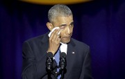 Barack Obama a sorti son mouchoir en rendant... (AFP,  Joshua Lott) - image 4.0